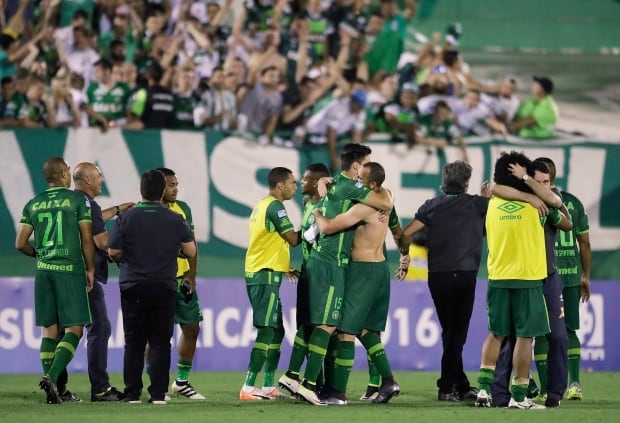 More than 25 feared dead in Chapecoense plane crash