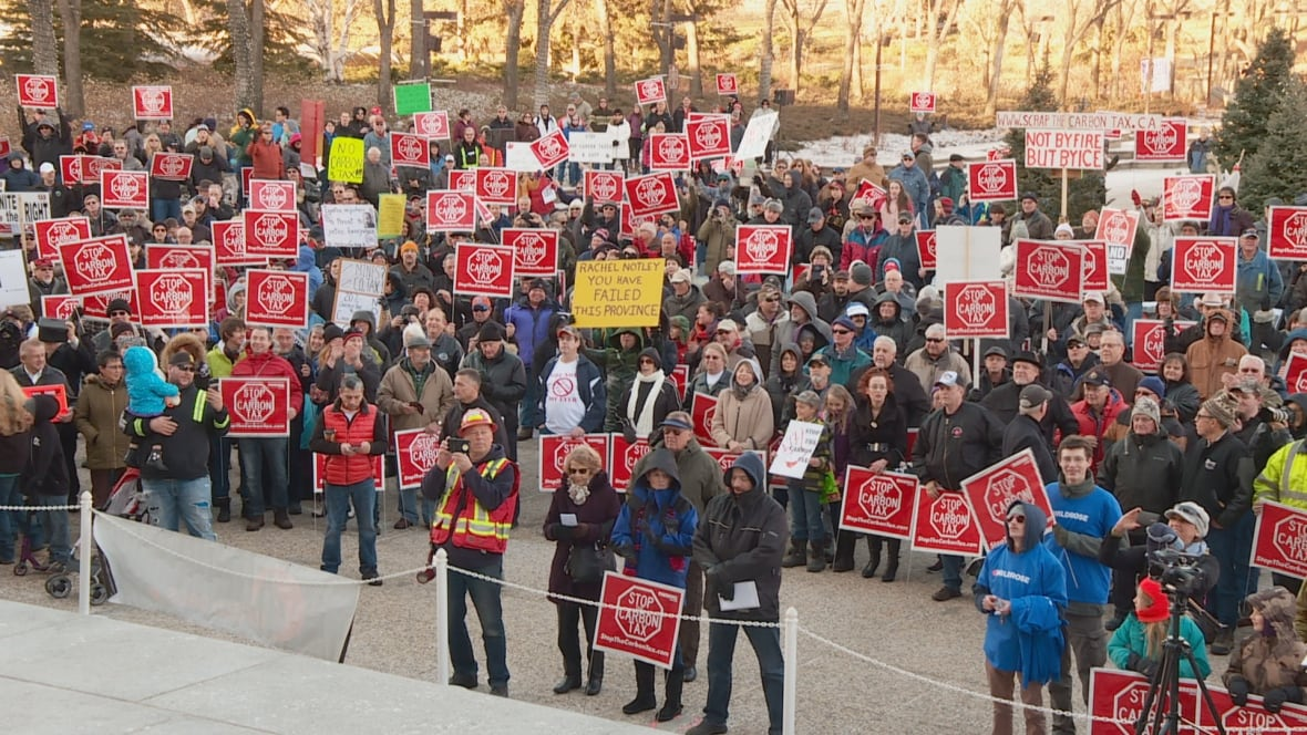 Albertans chant 'Lock her up' about Rachel Notley at rally against carbon tax