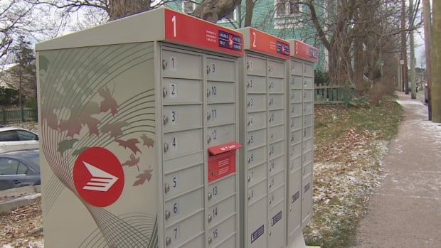 Door-to-door delivery was replaced with community mailboxes like these as Canada Post & MPs recommend Canada Post bring back door-to-door mail delivery ... Pezcame.Com