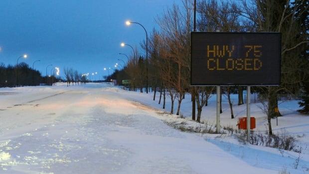 Highway 75 closed south of Winnipeg