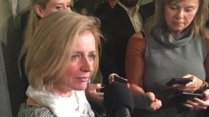 Premier Notley wants to talk pipelines with Christy Clark in Ottawa