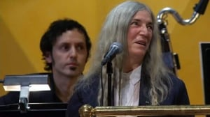 Patti Smith stumbles midway through Nobel Prize performance