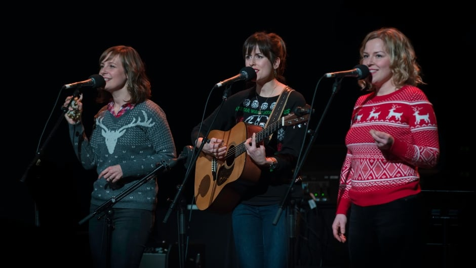 Good Lovelies performing at the 2016 Sounds of the Season event in Toronto, Ont.
