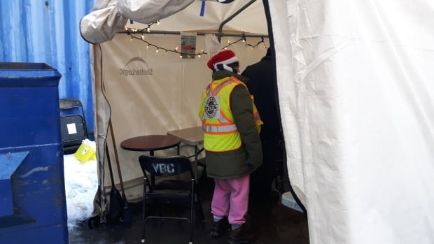 Pop-up overdose prevention tent