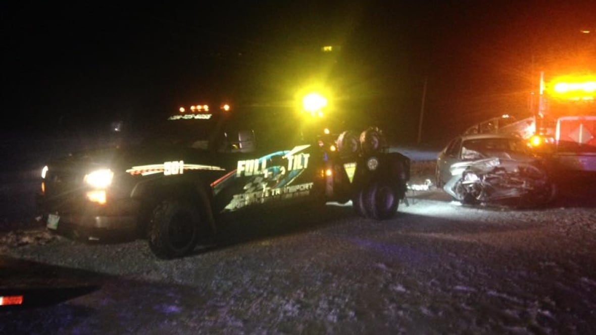 Tow Truck Ottawa >> Near miss for tow truck driver after car slams into truck - Manitoba - CBC News