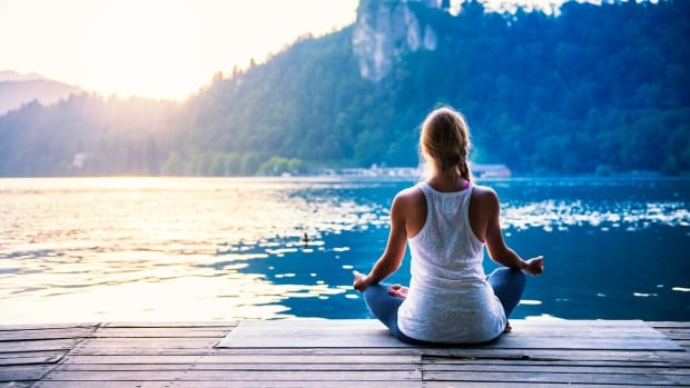No need for a dock, open water and exercise clothes. A new University of Waterloo study says taking 10 minutes to do some breathing meditation can help anxious people focus on a task the requires a person to pay close attention to what they're doing.
