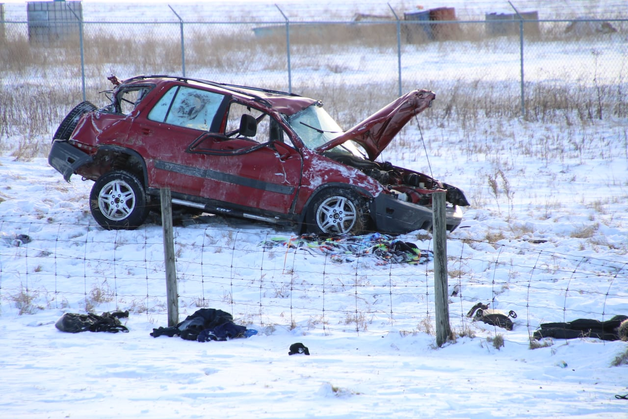 Man killed in hit-and-run after stolen car crashes east of Calgary