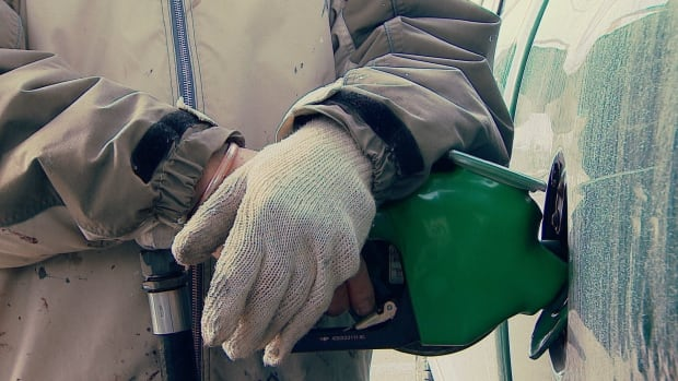A U of M law professor says the federal government has the right to impose a carbon tax on Manitoba and other provinces — but the provinces have a good legal argument to make for their own carbon pricing plans.