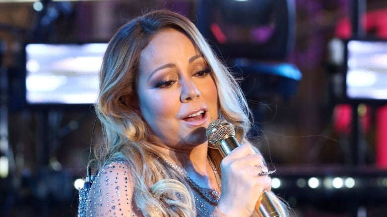 Mariah Carey Christmas Song.Mariah Carey Christmas Tune Sets New Record On Spotify Cbc