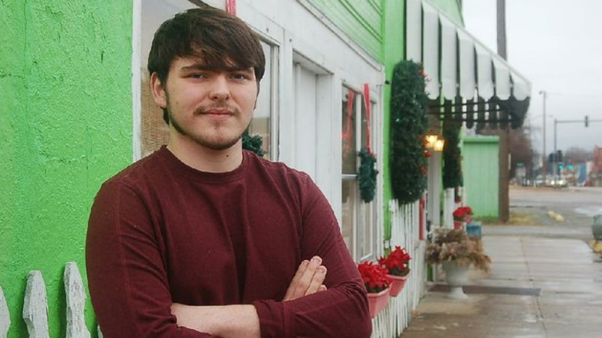 Teenager buys local newspaper, vows to hold politician dad accountable - Home - As It Happens - CBC RadioTeenager buys local newspaper, vows to hold politician dad accountable - 웹