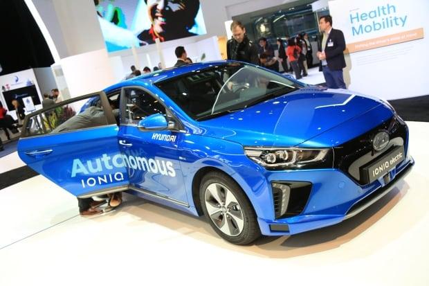 Hyundai Ioniq CES 2017 driverless car