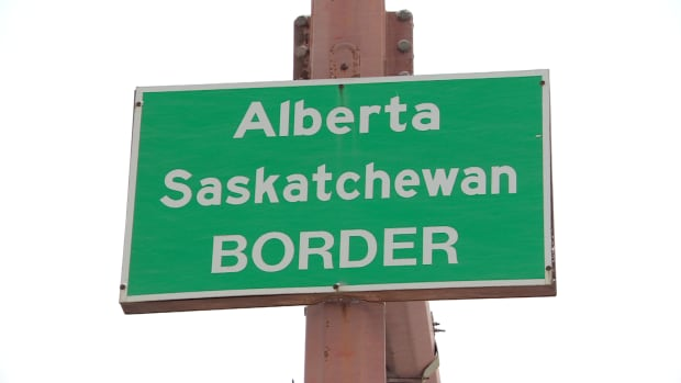 Alberta and Saskatchewan government's could meet at the border in the new year to try to resolve a smouldering trade dispute.