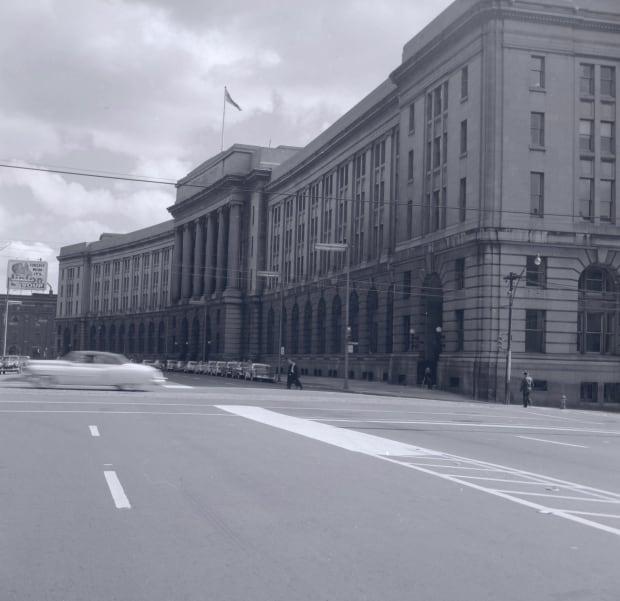 Toronto: Dominion Public Building 1955