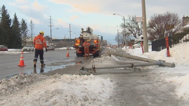 A signpost came down on Walkley Road in Ottawa Wednesday morning, knocking out power in the area. Thousands of people were without power in eastern Ontario, the Outaouais and Ottawa as high winds continued throughout the region.
