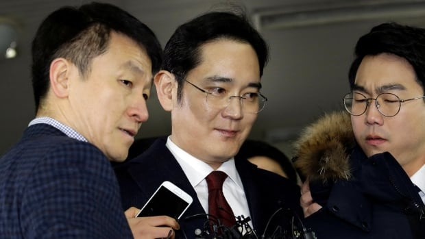 Jay Y. Lee, centre, vice chairman of Samsung Electronics, arrives to be questioned Thursday in Seoul as a suspect in bribery case in the influence-peddling scandal that led to the president's impeachment.