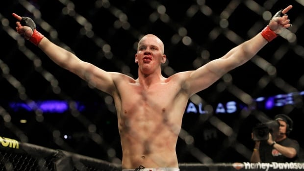 Struve out of dos Santos fight with torn labrum