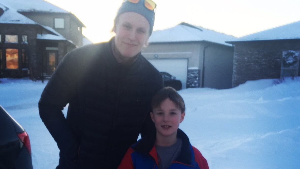 Surprise Jets Patrik Laine shows up after Winnipeg hockey fan
