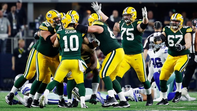 Packers Head For Super Bowl In Blur Of >> Clutch Rodgers Crosby Lead Packers Past Rallying Cowboys Cbc Sports