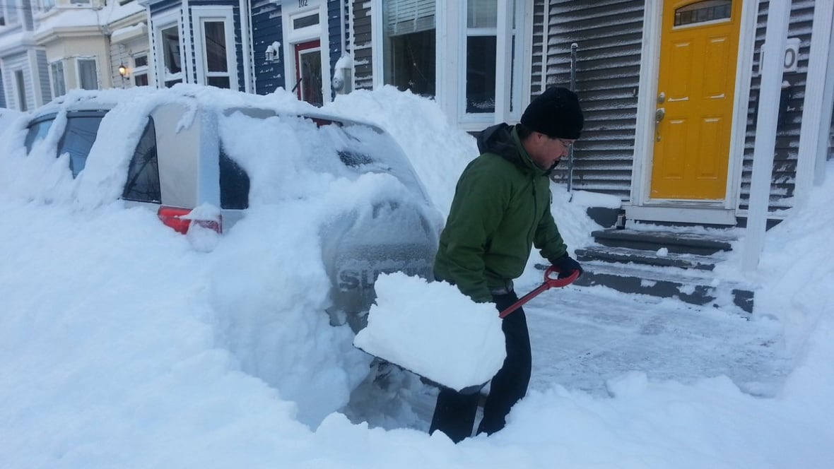 schools delayed st john 39 s digging out after 30 cm of snow newfoundland labrador cbc news. Black Bedroom Furniture Sets. Home Design Ideas