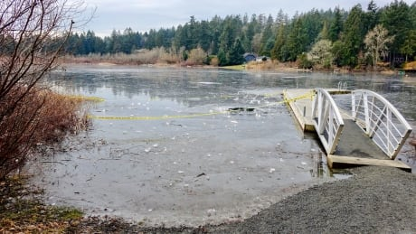 Skaters ignore thin-ice warnings in Langford, B.C.