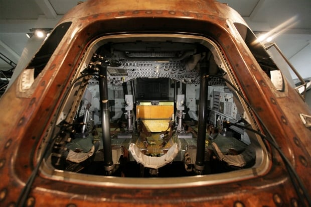 inside apollo space capsule - photo #8