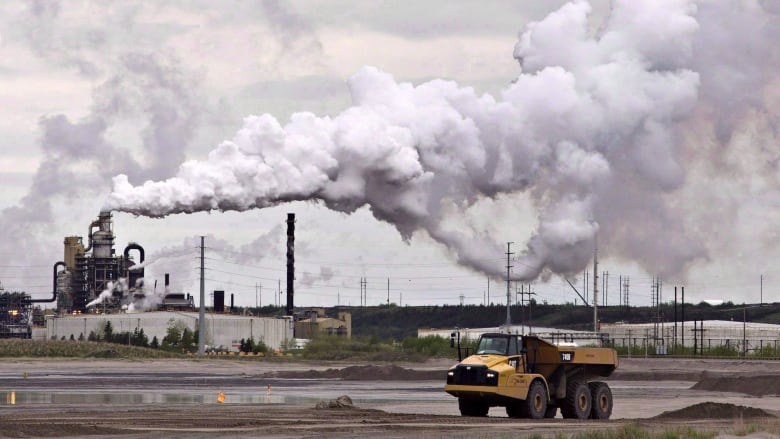 Small nuclear reactors could make Alberta's oilsands cleaner, industry experts suggest