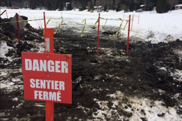 Lake McMullin rescue snowcat Val-des-Monts sign water Jan 19 2017