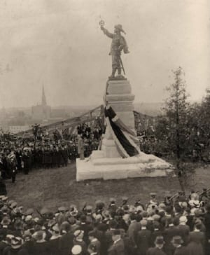 historical photo of Samuel de Champlain statue at Nepean Point
