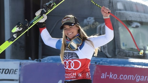 Lindsey Vonn earns first victory since injury return
