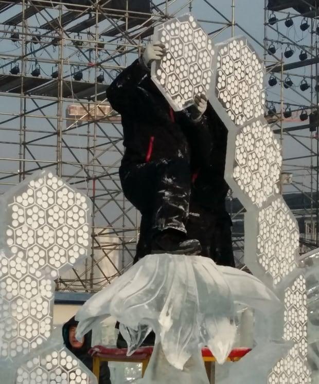 Building ice sculpture