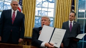 Trump formally pulls U.S. out of TPP with executive order