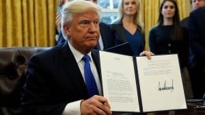 Trump gives thumbs-up to pipelines