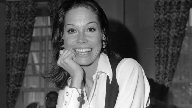 TV Pioneer Mary Tyler Moore Dies At 80