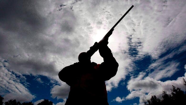 Province says Manitoba's night-hunting ban 'strikes a balance' with