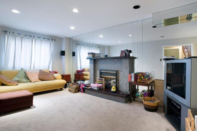 Divine Design Tv Renovation Caused Mould In Family Room Homeowner Says Cbc News