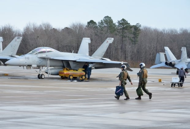 US Navy Super Hornets and Pilots