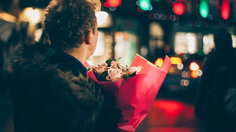 If he shows up with a dozen roses on the first date, that could be a  warning sign. (Credit: Clem Onojeghuo, Via: Unsplash.com)