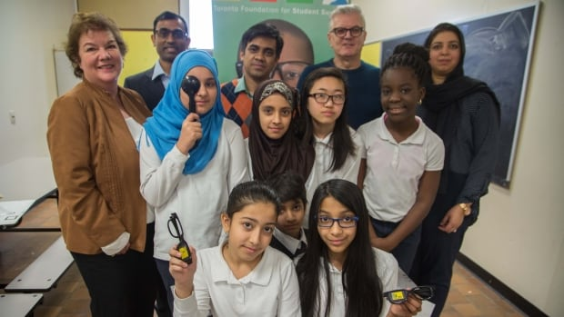 These foreign-trained medical professionals are helping Toronto schoolchildren with vision problems get free glasses, while getting a rare chance to improve their skills so they can apply to Canadian medical residency programs.