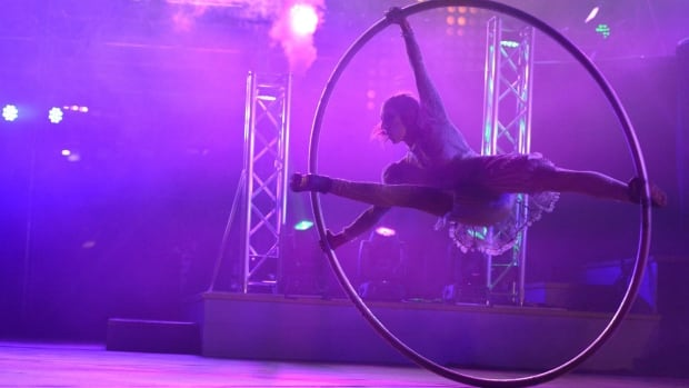 Quebec's Les Productions Haut-Vol brings its acrobatic circus show to Winterlude this year for the first time.