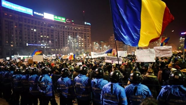 Some 500000 Romanians Take to Streets Demanding Government Resignation