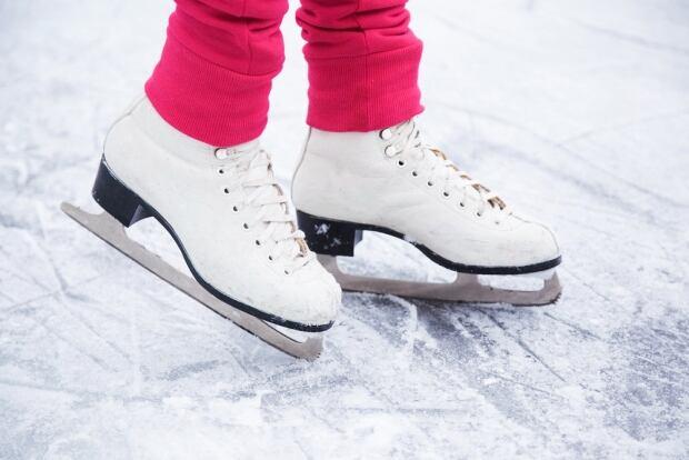 skates-ice