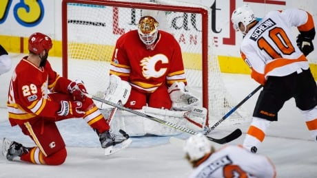 Elliott Withstands Flyers' Attack To Lift Flames To Victory (video)