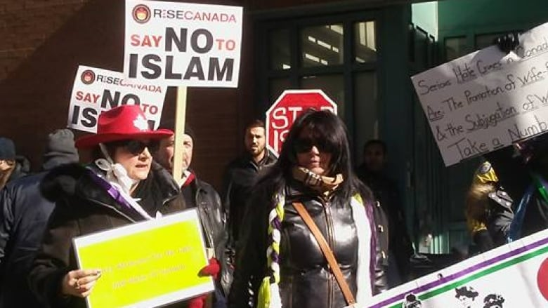 dundas muslim Torontomuslimscom is the only website in ontario that lists the current muslim community events, free of charge to everyone it also publishes a highly anticipated e-newsletter, the only of its kind, that reaches out to several thousand individuals, families, and institutions across canada twice a week.