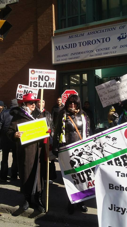 Protesters outside Masjid Toronto call for ban on Islam as Muslims