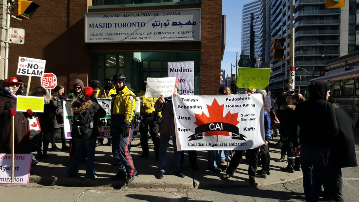 Police now say no formal investigation into anti-Muslim rally outside Toronto mosque