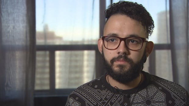 OCAD University student Henrique Alves de Assis, started a daily count on Twitter tallying the number of days Air Canada has taken to find his missing bag.