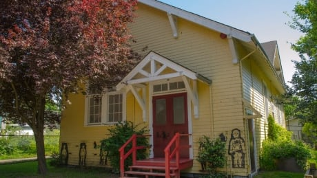 Fate of yellow schoolhouse at General Gordon Elementary in hands of single trustee