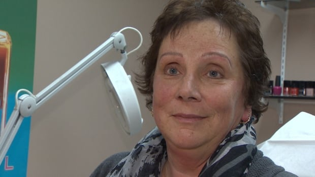 Alison O'Brien, a cancer survivor, was gifted a microblading session by her partner for Christmas after her eyebrows never grew back due to chemotherapy treatments.