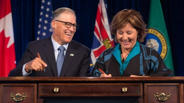B.C. Premier Christy Clark (right) and Washington Gov. Jay Inslee sign a memorandum of understanding at the Emerging Cascadia Innovation Corridor Conference in Vancouver in September 2016.