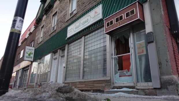 Police say 26-year-old Gaven Johnson was arrested early Tuesday not far from the Mosquée Tawuba on Ontario Street East. The front window of the mosque had been smashed in.